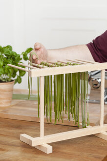 Man preparing green tagliatelle - ECF000347