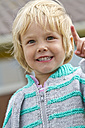 Germany, Schleswig-Holstein, Kiel, portrait of smiling little girl - JFEF000222