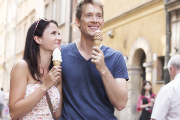 Poland, Warsaw, Young couple with ice cream cones - MLF000129