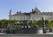 Austria, Carinthia, Klagenfurt, Neuer Platz, Lindwurmbrunnen - SIE004446