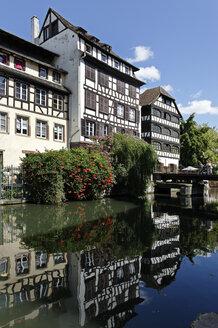 France, Bas-Rhin, Strasbourg, framehouses at Quai de la Petite France - LB000276