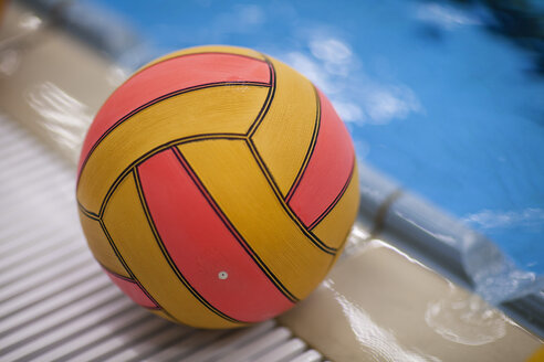 Water-polo ball outside pool - SEF000075