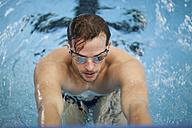 Backstroke swimmer starting - SEF000084