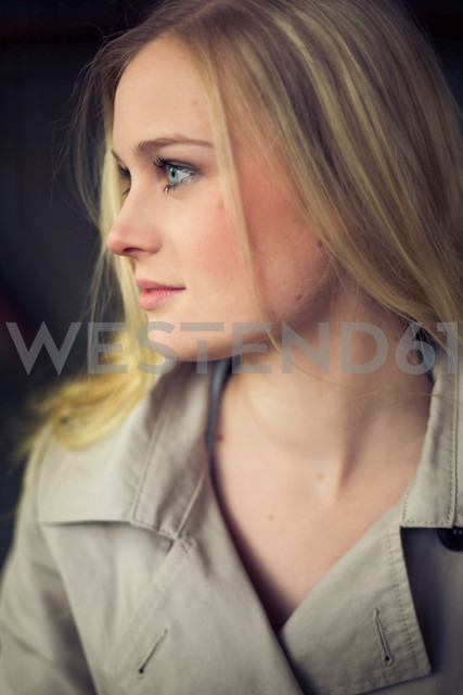 Germany, Berlin, portrait of young woman - NGF000033 - Nadine Ginzel/Westend61
