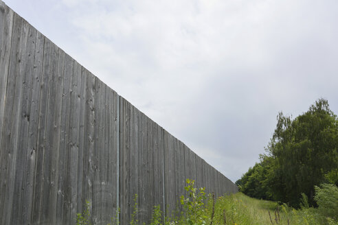 Germany, Bavaria, Dornach, long board fence - AXF000504