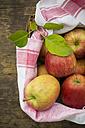 Apples in a basket - LVF000211