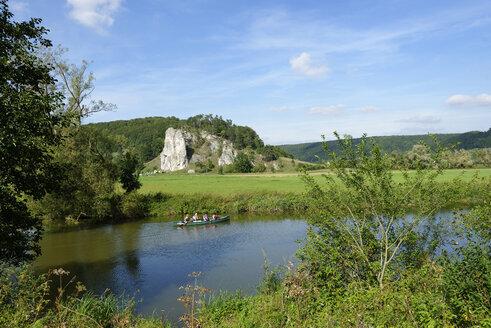 Germany, Bavaria, Castle rock near Dollnstein, people in boat on Altmuhl river - LB000320