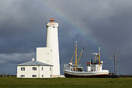 Iceland, Gardur, Coastline with ship and lighthouse - STS000183