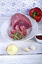 Roast beef with paprika, onion, garlic and tomato paste on wooden table - ODF000561