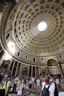 Italy, Rome, People at Pantheon - STD000029