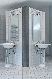 Bathroom in a modern villa - LA000193