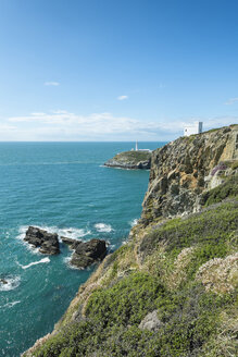 UK, Wales, Anglesey, Holy Island, cliff coast of South stack with lighthouse - ELF000538