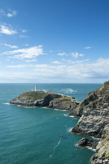 UK, Wales, Anglesey, Holy Island, cliff coast of South stack with lighthouse - ELF000532