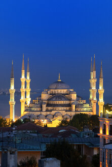 Turkey, Istanbul, Blue Mosque at night - LH000287