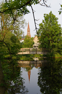 Germany, Lower Bavaria, Bavarian Forest, Zwiesel at Regen river, view to St. Nicholas' church - LB000333