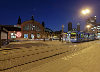 Germany, Hesse, Frankfurt, tram in front of train station by night - AM000961