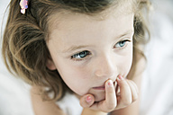 Portrait of thoughtful little girl, close-up - JATF000415