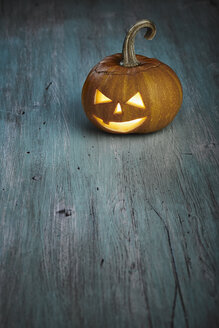 Halloween, pumpkin on wooden table - DSC000121