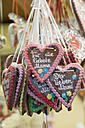 Germany, Bavaria, Fuerth, Kirchweih, gingerbread hearts - HLF000244