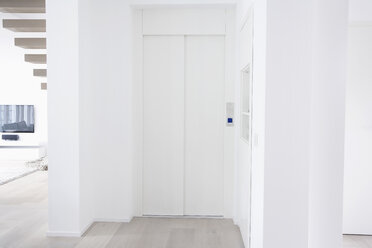 Germany, Cologne, Home interior with elevator - PDF000531