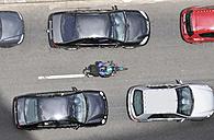 Brazil, Sao Paulo, Motorcyclist driving on median strip betweeen standing cars - FLK000173