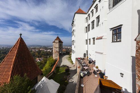 Germany, Bavaria, Landshut, Trausnitz castle with city in background - AM001000