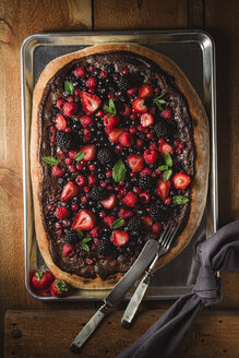 Pizza with berries with nutella and minz - ECF000372
