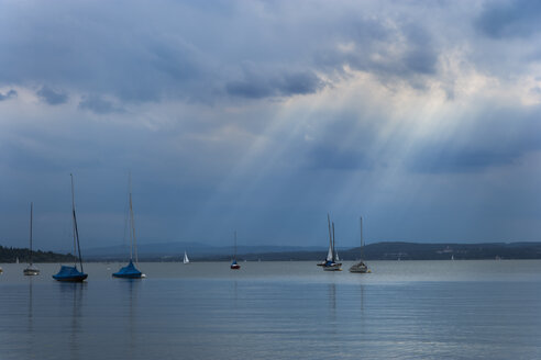 Germany, Bavaria, Herrsching, Boats on lake Ammersee - TCF003616