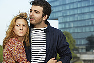 Germany, Dusseldorf, Young couple embracing - STKF000433