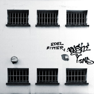Germany, Offenbach, House covered with graffiti - TL000714