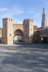Germany, Bavaria, Landshut, city gate to the old town - AMF001009