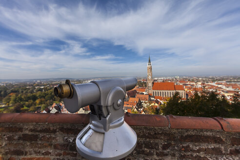 Germany, Bavaria, Landshut, view from Trausnitz castle to old town with St Martin's Church - AM001025