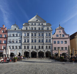 Germany, Bavaria, Landshut, old town, historic  buildings at pedestrian area - AM001016