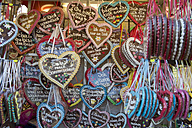 Germany, Bavaria, Munich, plenty of gingerbread hearts - CR002502