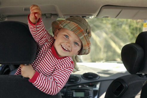 Little boy showing screw driver in the car - RDF001203