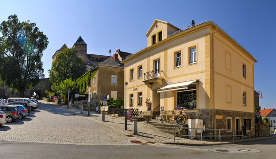 Germany, Saxony, Hohnstein, Driveway to Hohnstein Castle - BT000232