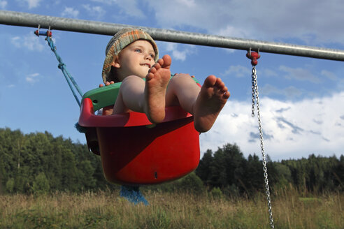 Little boy swinging in the garden - RDF001211