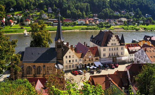 Germany, Saxony, Stadt Wehlen, Townscape with parish church and River Elbe - BT000238