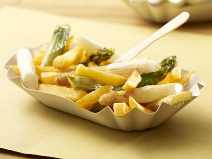 Deep-fried green and white asparagus with French fries - SRSF000334