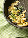 Fryer with deep fried shrimps, garlic and parsley - SRSF000332