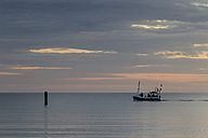 Germany, Baltic Sea, Bay of Luebeck, fishing boat in the morning - SR000380