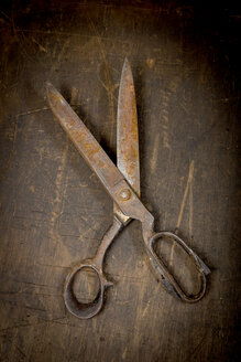 Rusty, scissors, close up - AWDF000695