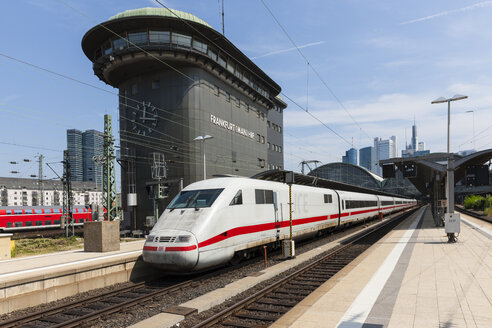 Germany, Hesse, Frankfurt, ICE departing station - AM001092
