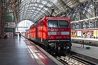 Germany, Hesse, Frankfurt, local train arriving main station - AM001090