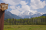 Canada, British Columbia, Rocky Mountains, Mount Robson, Mount Robson Provincial Park, Postsign - UMF000656