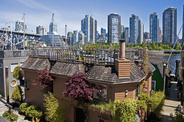 Canada, British Columbia, Vancouver, View from Granville Island, Floating house in the foreground - UM000662