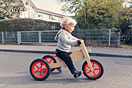 Germany, Bonn, Little boy with wood tricycle - MFF000611
