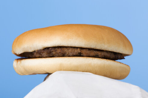 Hamburger on paper, studio shot - WSF000011