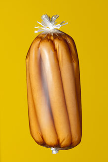 Conserved sausages in transparent plastic wrapping - WSF000034