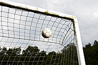 Soccer ball in goal - STKF000665